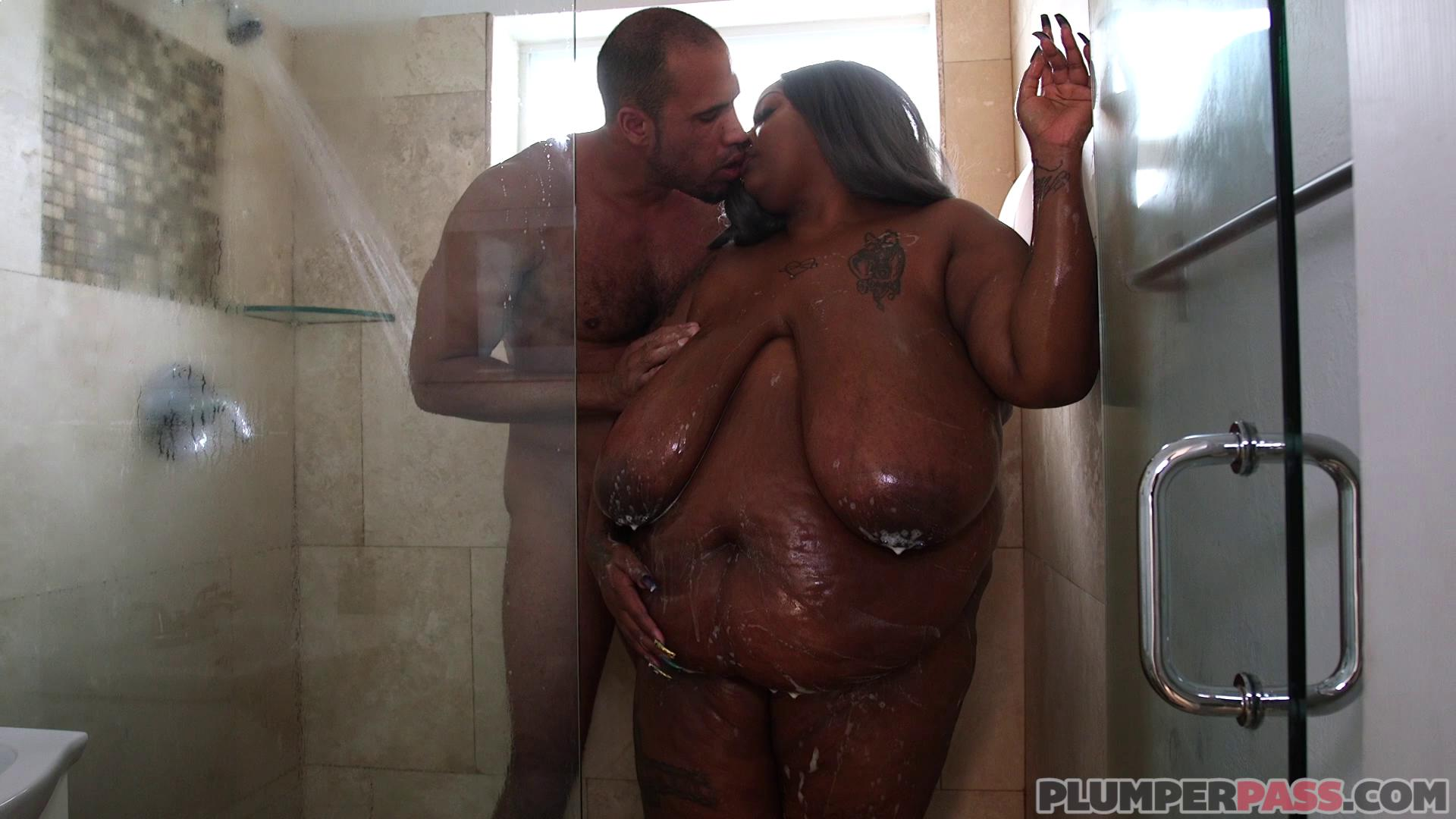 PlumperPass – Zariah June In The Shower With Zariah