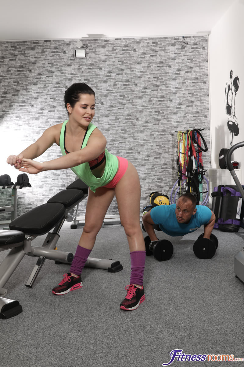 FitnessRooms : Gym orgasms for juicy bum Russian – Cassie Fire