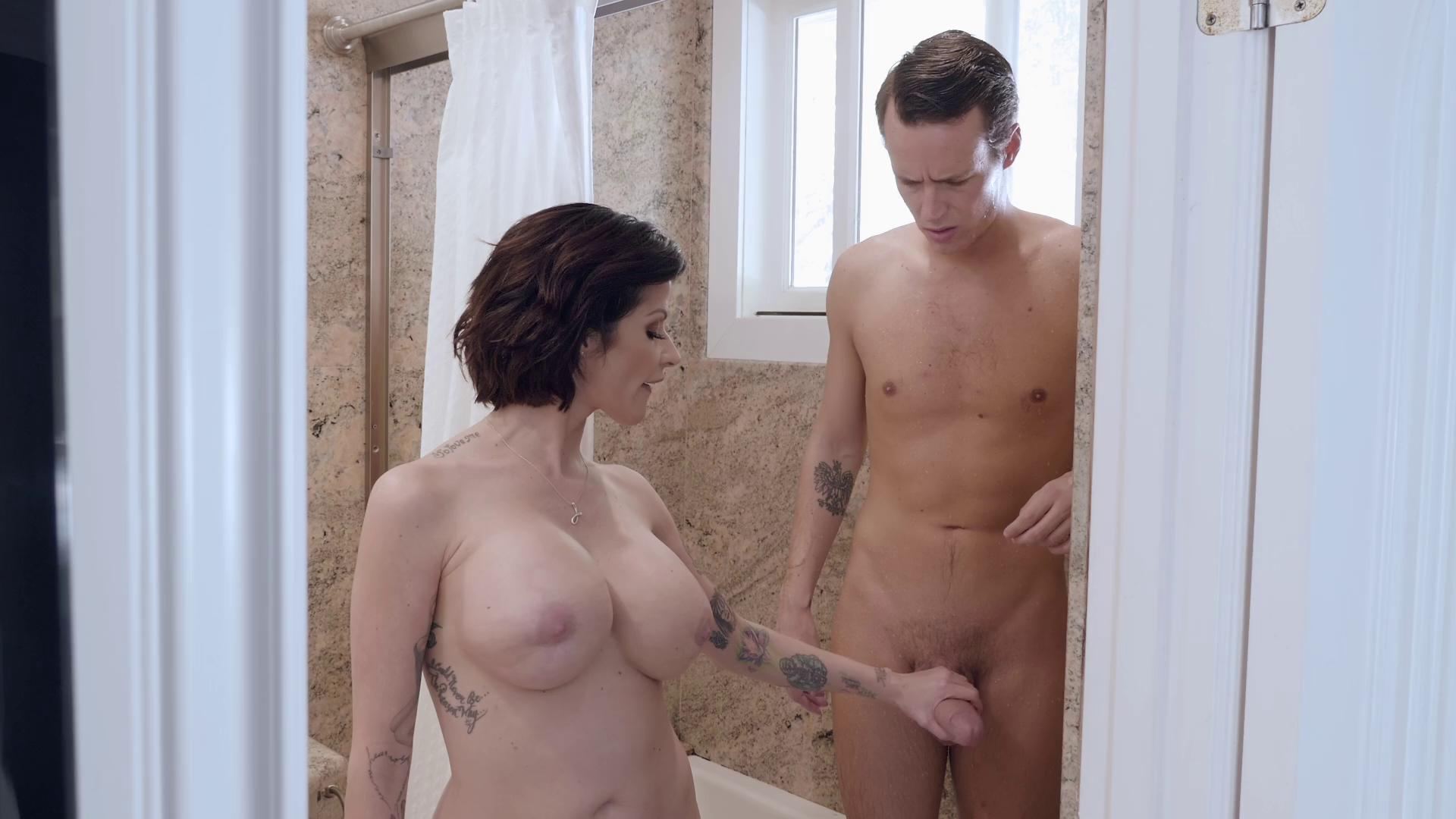 MommyGotBoobs – Joslyn James Joslyns Secret Shower