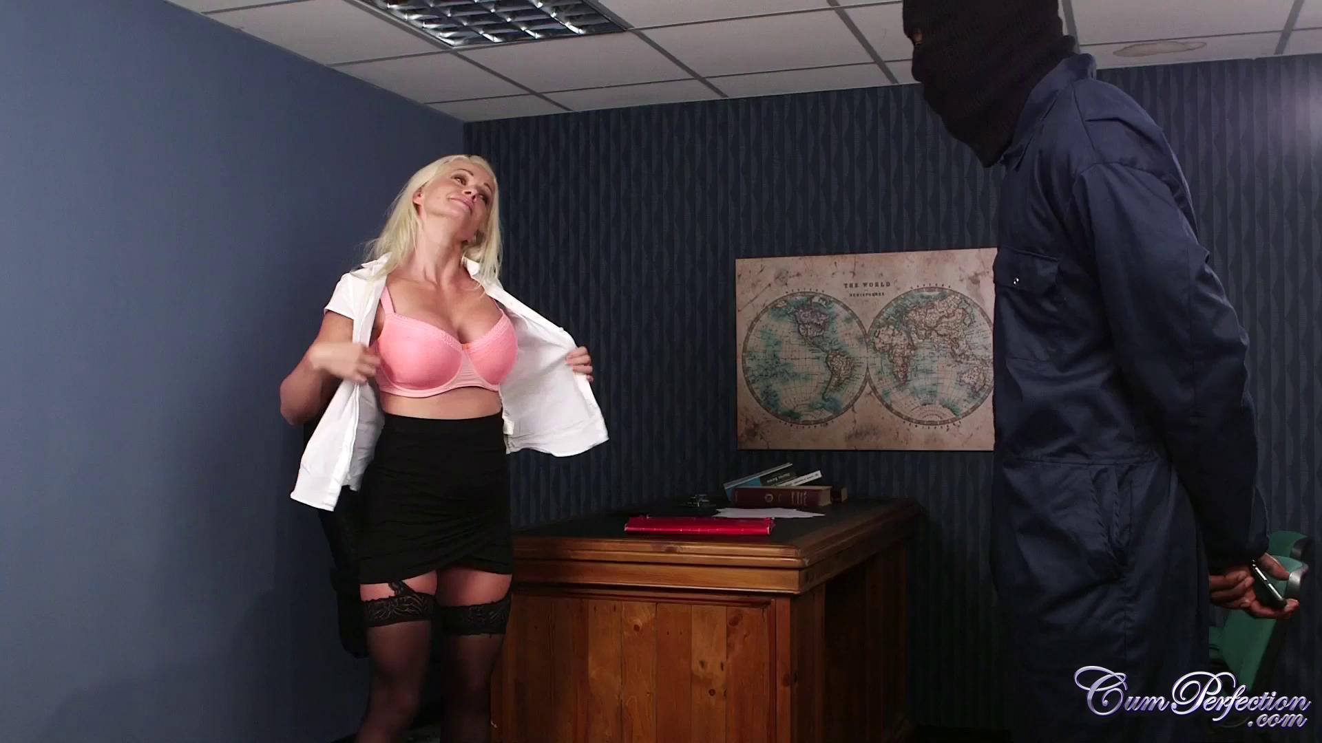 CumPerfection – Cindy Sun Burglar Blow Job
