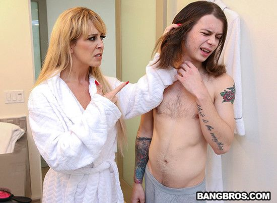 MomIsHorny – Cherie Deville  – Satisfying my Step Mom
