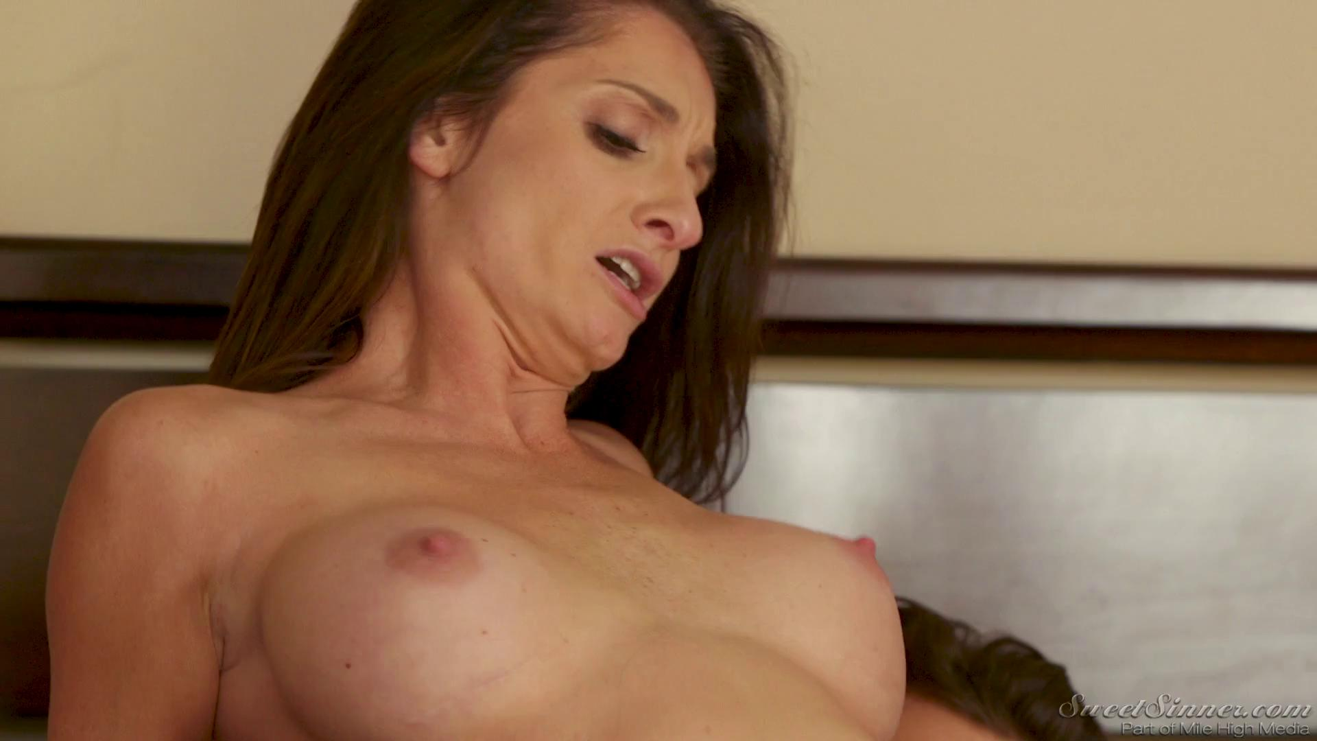 SweetSinner – Silvia Saige Mrs Joness Lover