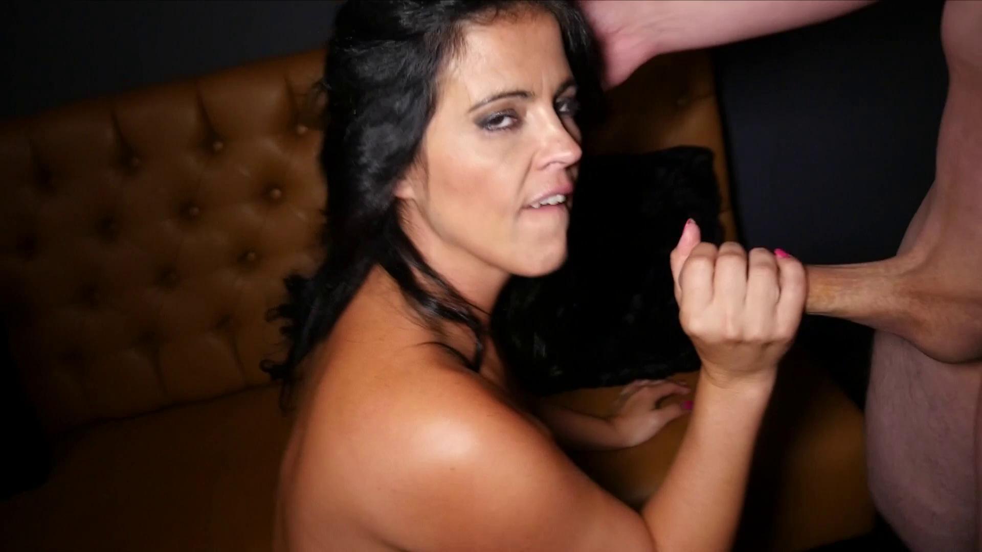 MariskaX – Montse Swinger Casting